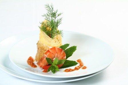 Tuyệt vời món trứng đúc hải sản cuốn rau