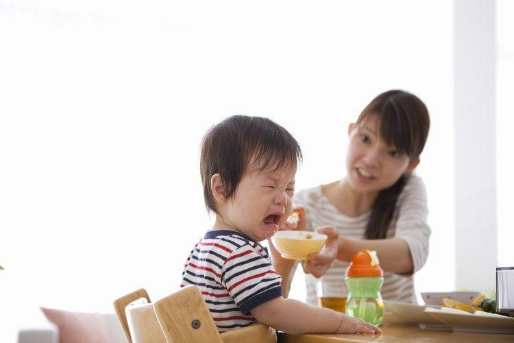 trẻ biến ăn