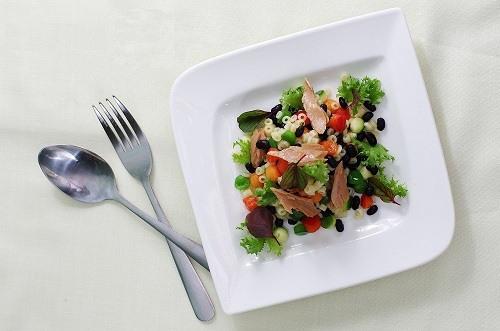 Cuối tuần với salad ớt chuông đậu đen giàu dinh dưỡng